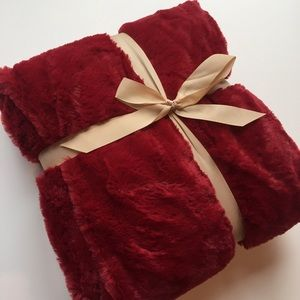Holiday Christmas Throw Blanket- Red/White